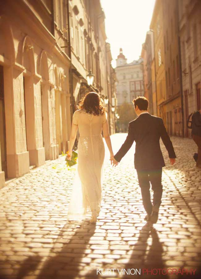 Prague wedding elopement / photography / Libby & Scott in Old Town Square