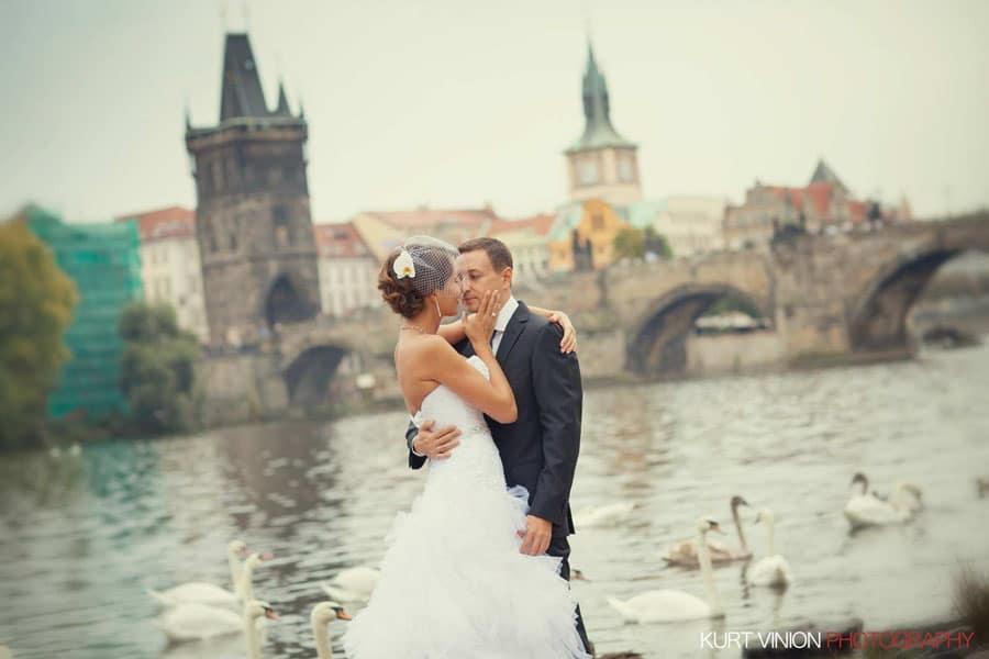 prague wedding photography / M & N luxury wedding / near the Charles Bridge