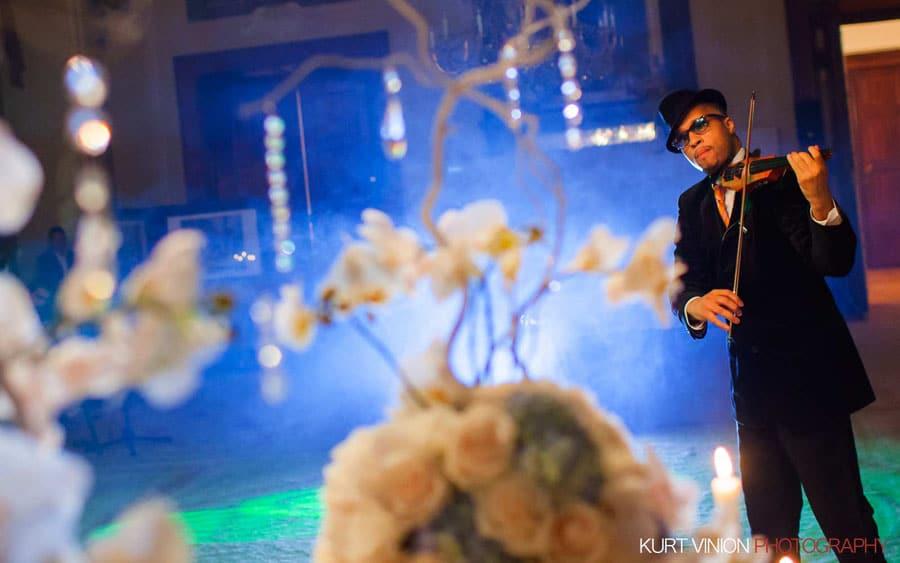 prague wedding photography / M & N luxury wedding / private performance at Dobris Castle