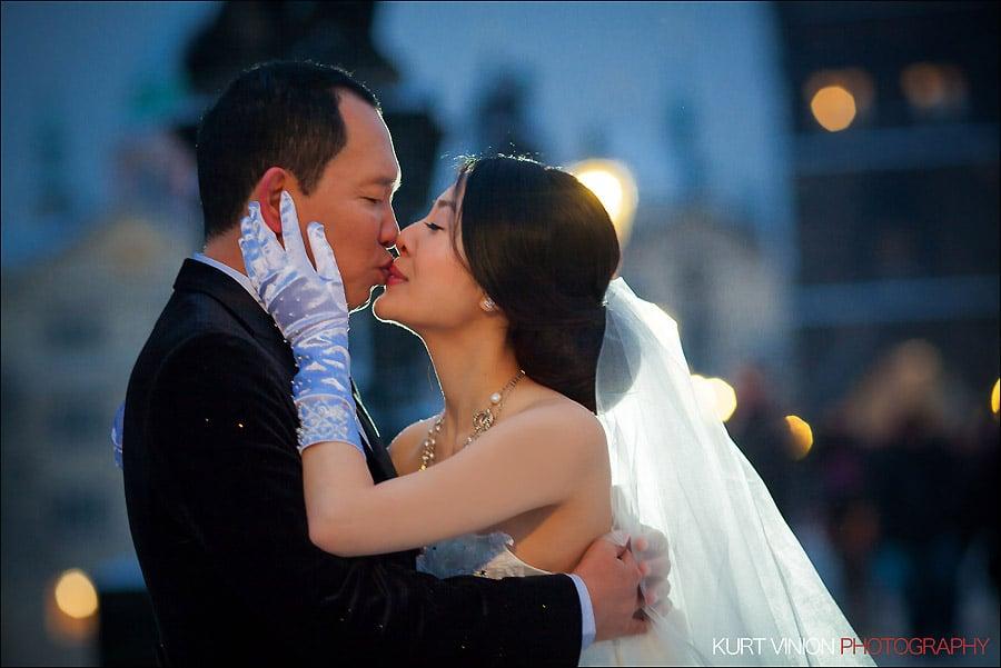 Prague pre wedding photography / Helen & CY winter pre wedding portraits near the Charles Bridge