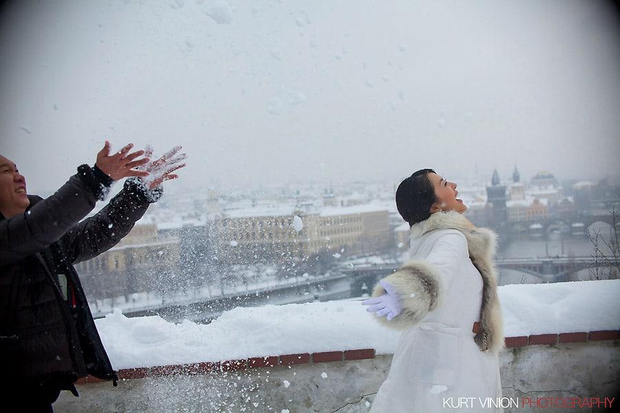 Prague pre wedding photography / Helen & CY winter pre wedding portraits at the Hanovsky Pavillion