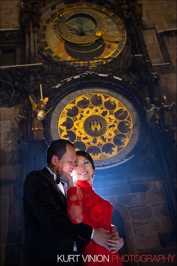 Prague pre wedding photography / Helen & CY winter pre wedding portraits at the Astronomical Clock