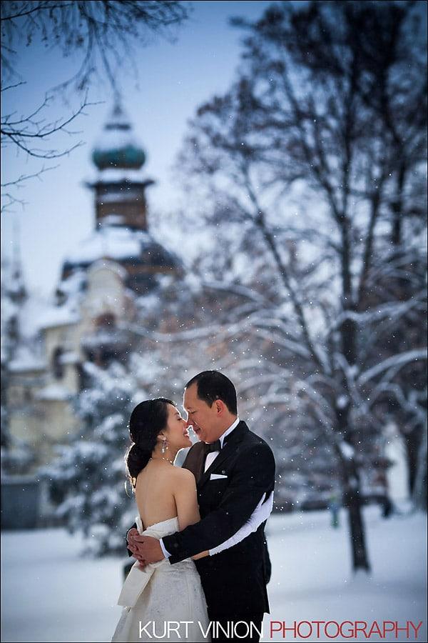 Prague pre wedding photography / Helen & CY winter pre wedding portraits near the Hanovsky Pavillion