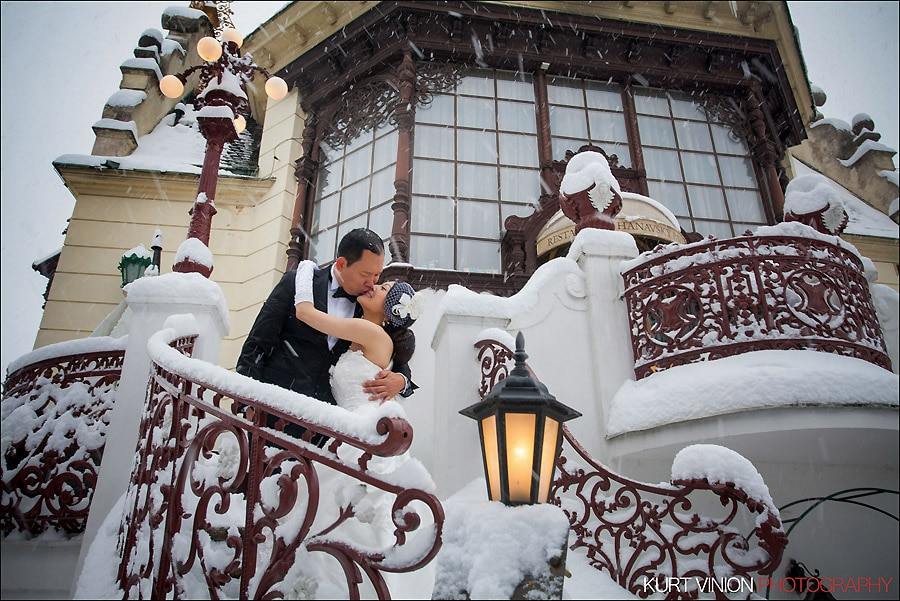 Prague pre wedding photography / Helen & CY winter pre wedding portraits at the Hanvosky Pavillion