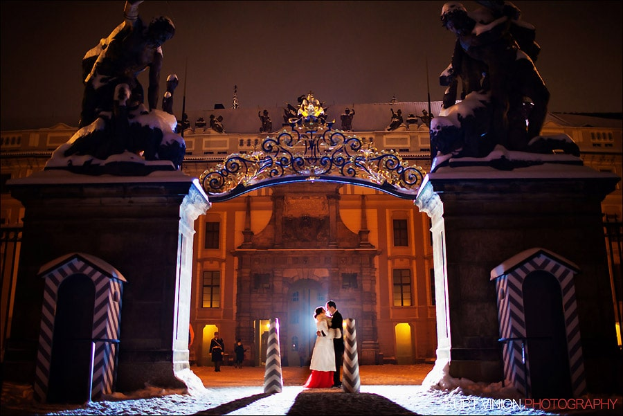 Prague pre wedding photography / Helen & CY winter pre wedding portraits at Prague Castle