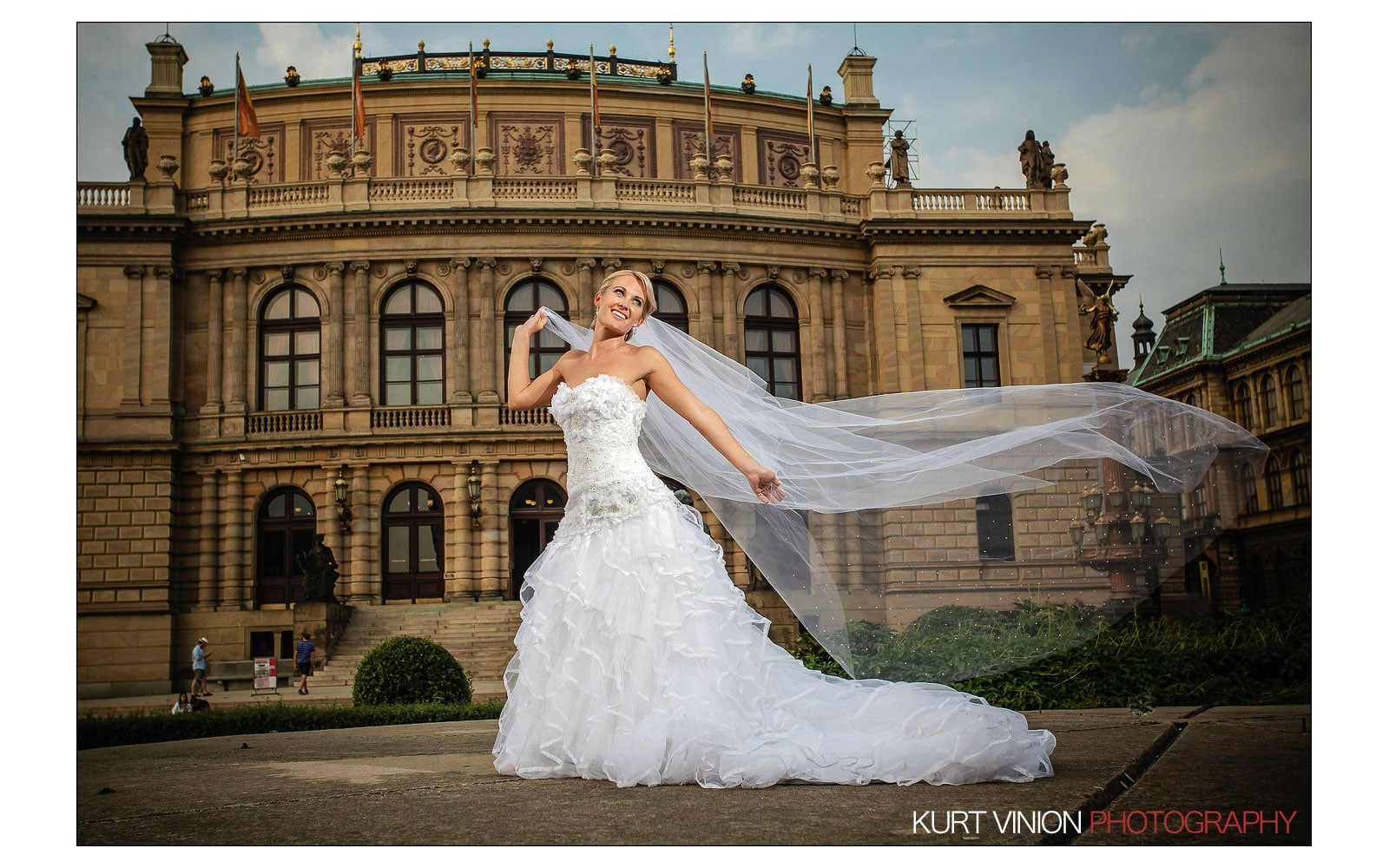 Prague Clementinum wedding / Jess + James - bridal portraits at the Rudolfinum