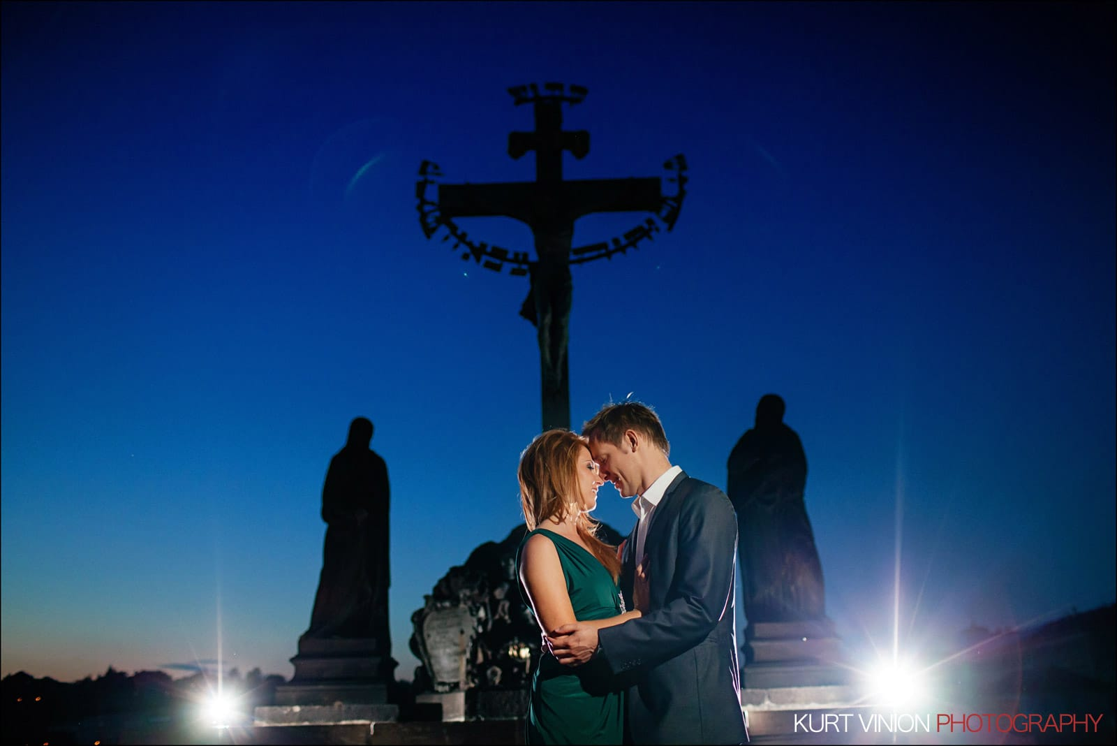 Elopement wedding Prague / Polya & Dirk wedding romantic portraits atop the Charles Bridge