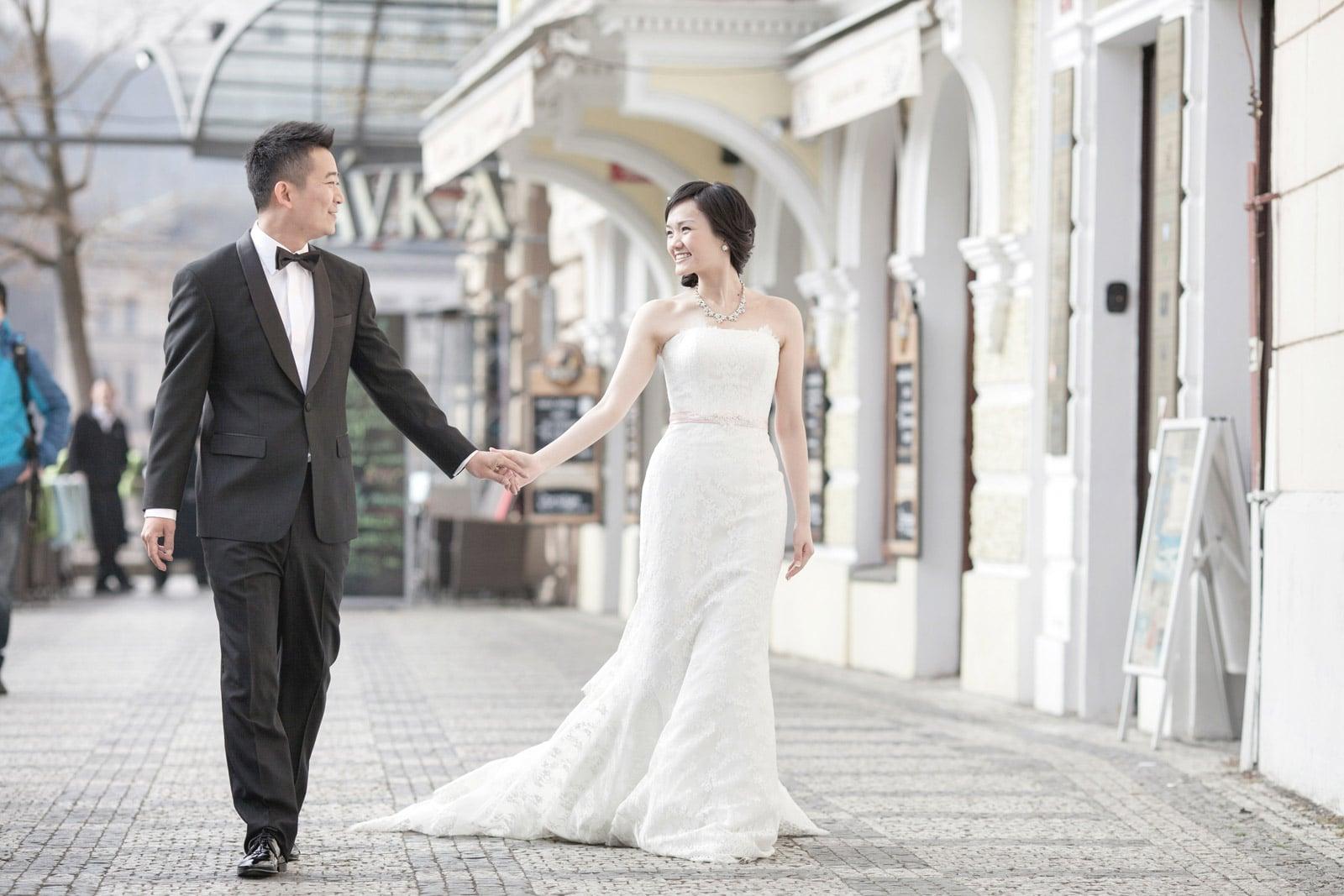 Prague pre wedding / Suki & Steven / wedding portraits near the Charles Bridge