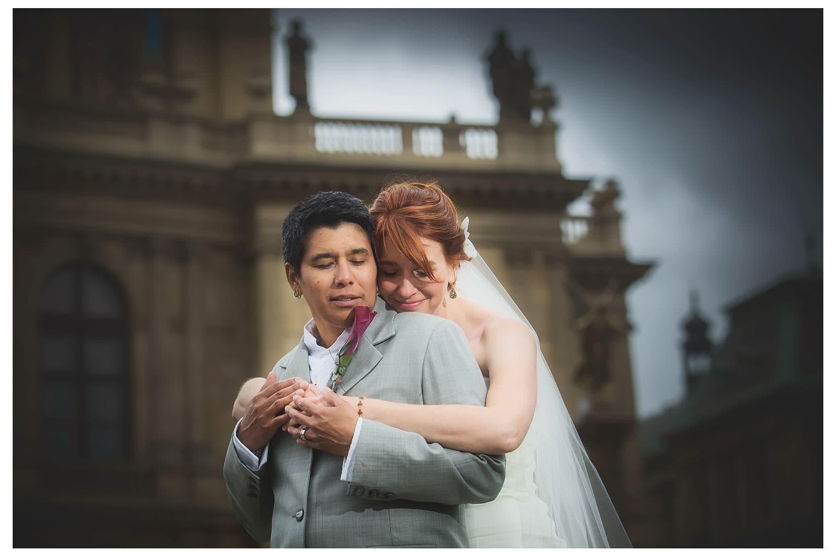 Charles Bridge Wedding / Kimberly & Jules / Rudolfinum wedding portraits