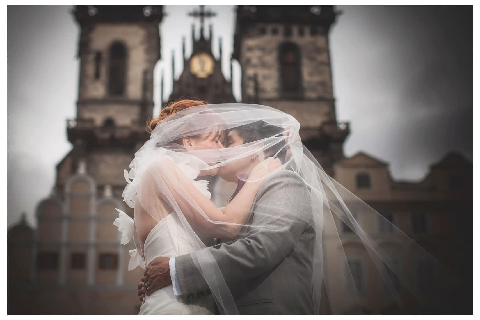Charles Bridge Wedding / Kimberly & Jules / Old Town Square wedding portraits