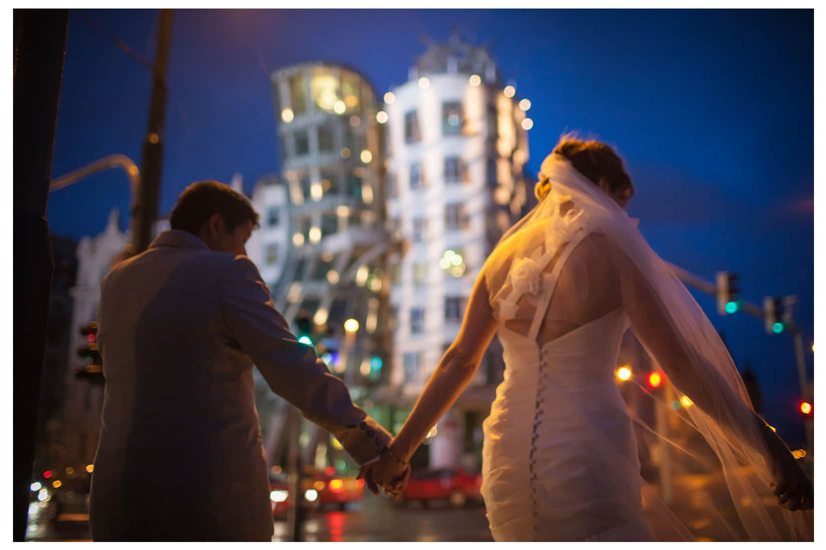 Charles Bridge Wedding / Kimberly & Jules / Dancing House wedding portaits