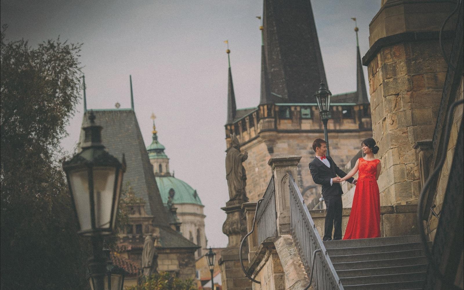 Prague pre wedding / Sharon & Danny Fall portraits session at the Charles Bridge