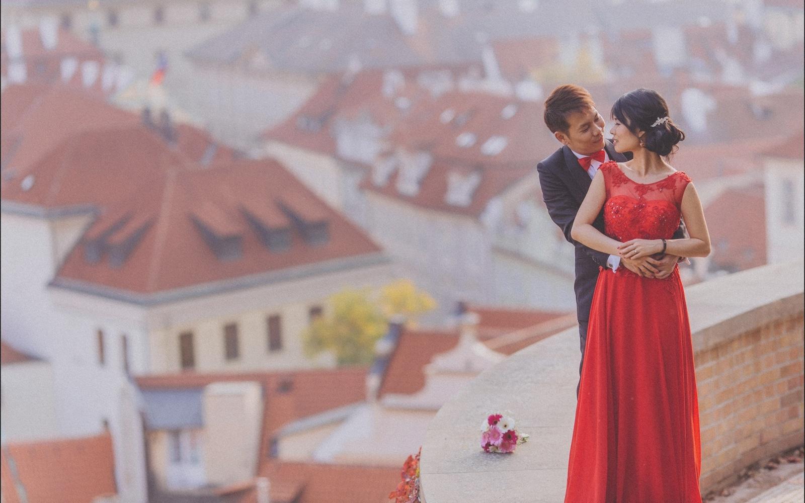 Prague pre wedding / Sharon & Danny Fall portraits session at Prague Castle