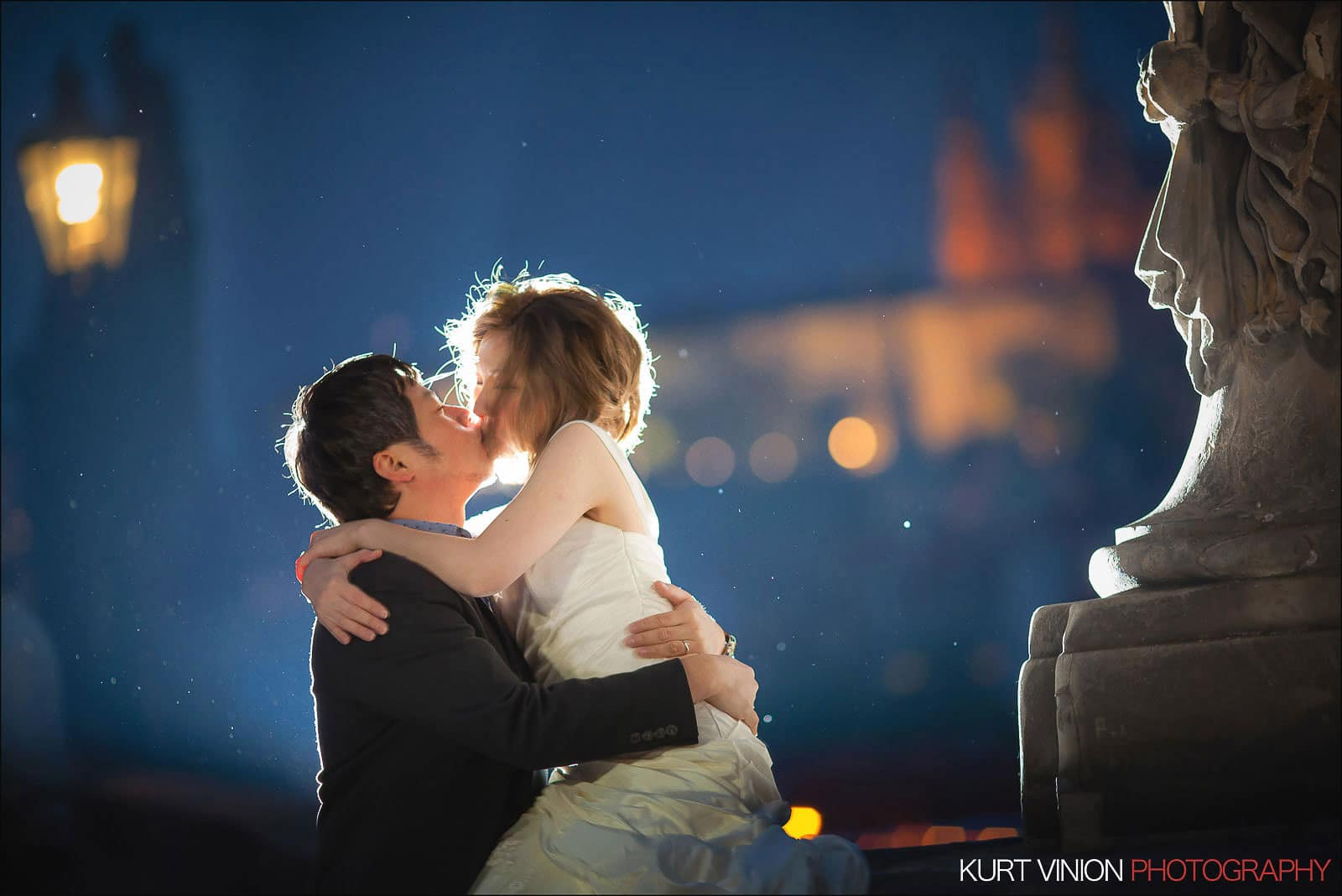 Prague pre wedding / Shirley & Green / photography at the Charles Bridge
