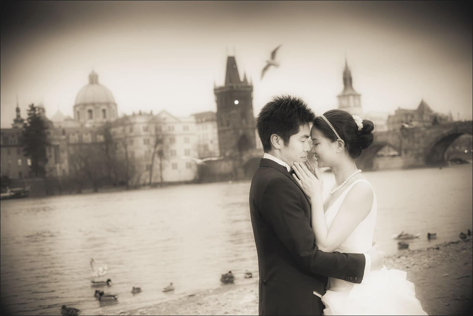 Prague pre wedding / Winona & Erik / portraits near the Charles Bridge