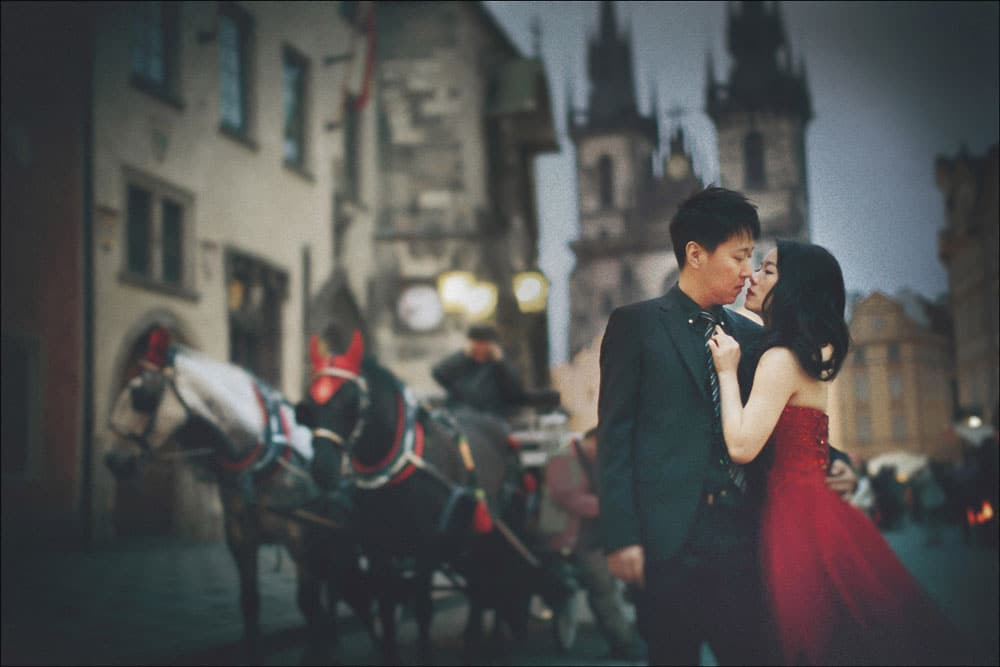 pre-wedding Prague: D&L vintage portraits