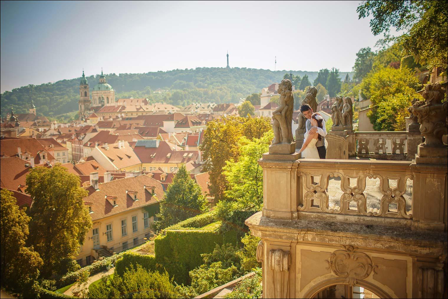 T+P Prague Castle pre wedding portraits