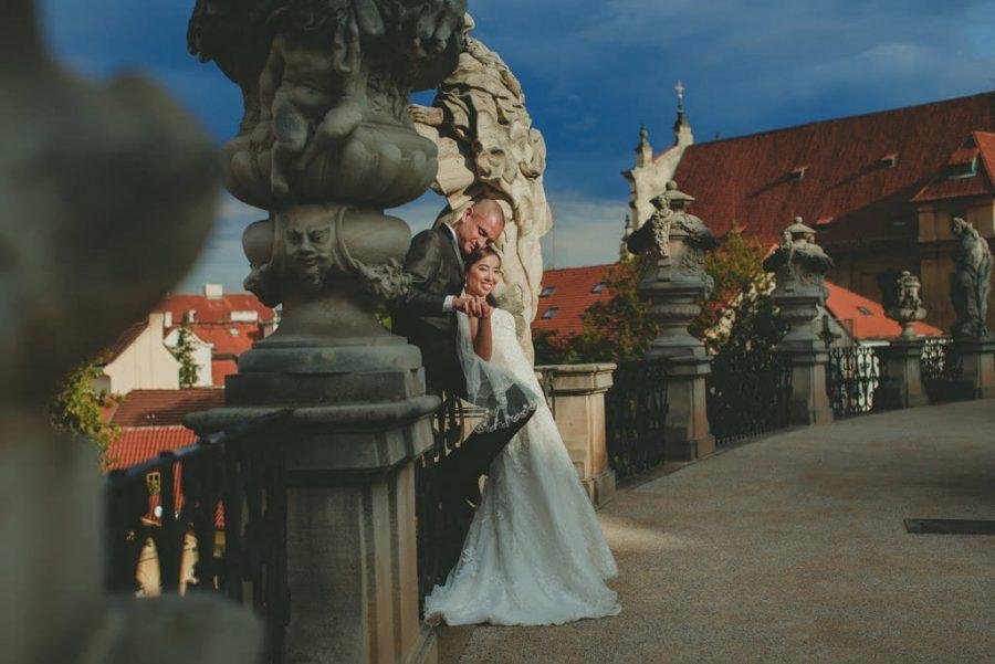 Prague luxury wedding photographers / J&J wedding photos from Vrtba Garden / captured by American photographer Kurt Vinion