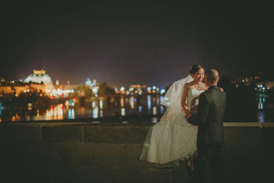 Prague wedding planners / J&J / wedding photos from the Charles Bridge / captured by American photographer Kurt Vinion