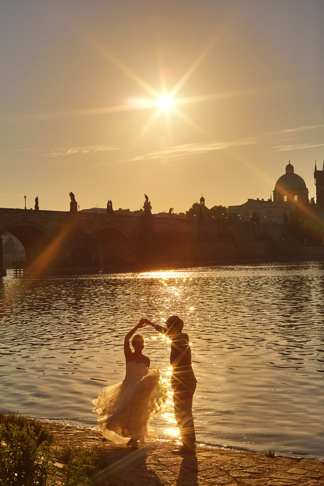 intimate pre-sunrise / sunrise /  Golden Hour portrait session in Prague