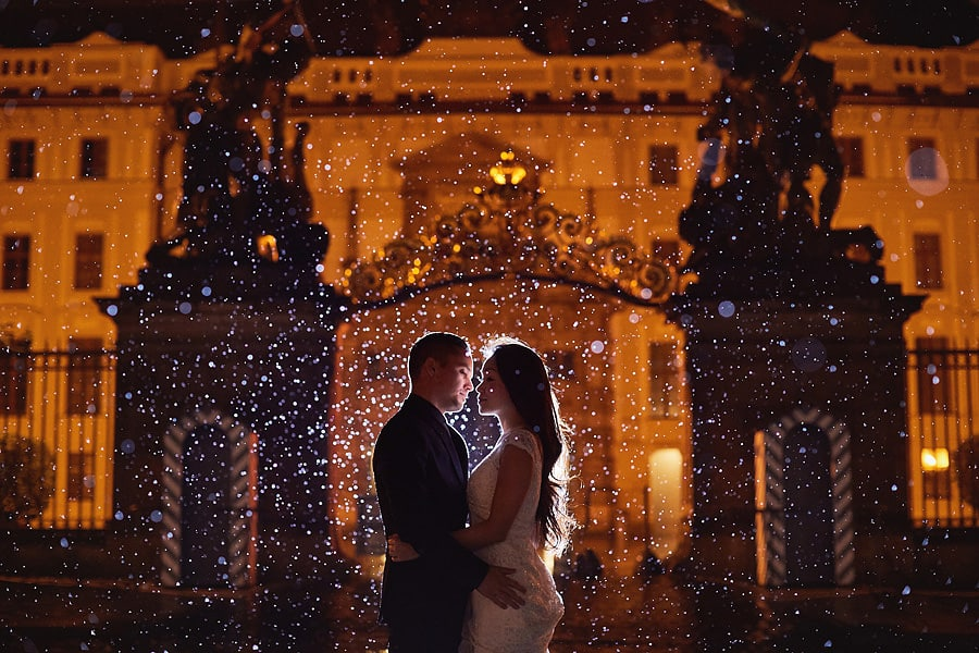 rainy autumn pre-wedding engagement session in Prague
