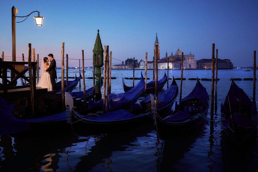 Venice Honeymoon photos, Venice post weddings, bride & groom photos, sunrise in Venice, Love Story photos